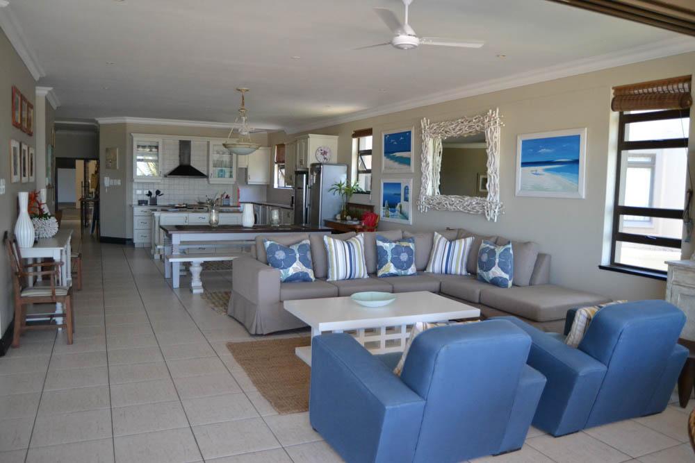20 , Entrance, Kitchen, Indoor Dining & Lounge
